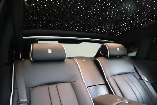 Used 2015 Rolls-Royce Phantom EWB for sale $289,900 at Rolls-Royce Motor Cars Greenwich in Greenwich CT 06830 25