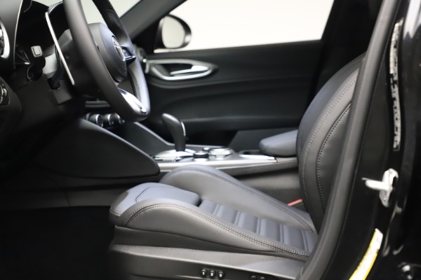 New 2021 Alfa Romeo Giulia Ti Sport Q4 for sale $53,850 at Rolls-Royce Motor Cars Greenwich in Greenwich CT 06830 15