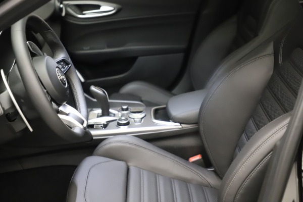 New 2021 Alfa Romeo Giulia Ti Sport Q4 for sale $53,850 at Rolls-Royce Motor Cars Greenwich in Greenwich CT 06830 16