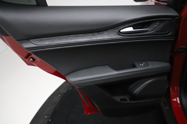 New 2021 Alfa Romeo Stelvio Q4 for sale $50,535 at Rolls-Royce Motor Cars Greenwich in Greenwich CT 06830 20