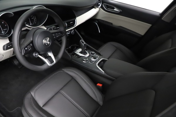 New 2021 Alfa Romeo Giulia Q4 for sale $46,895 at Rolls-Royce Motor Cars Greenwich in Greenwich CT 06830 13