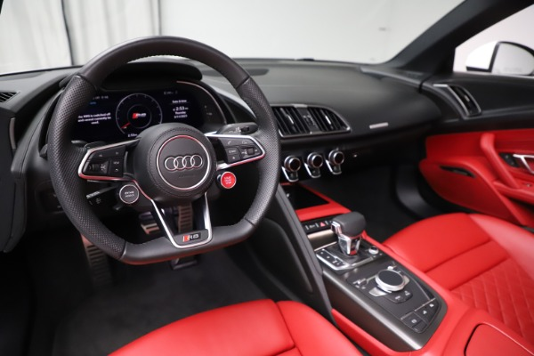 Used 2018 Audi R8 Spyder for sale $154,900 at Rolls-Royce Motor Cars Greenwich in Greenwich CT 06830 19