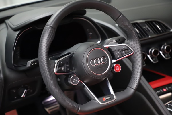 Used 2018 Audi R8 Spyder for sale $154,900 at Rolls-Royce Motor Cars Greenwich in Greenwich CT 06830 24