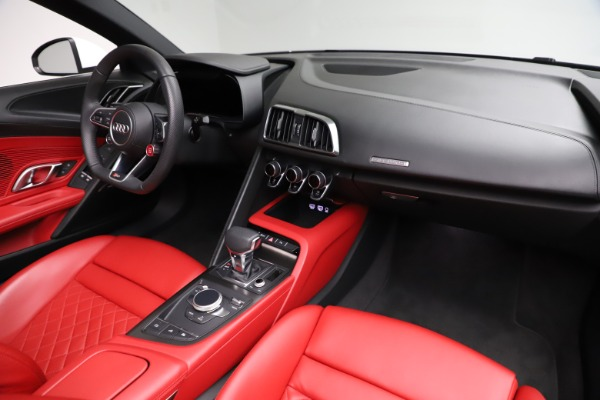 Used 2018 Audi R8 Spyder for sale $154,900 at Rolls-Royce Motor Cars Greenwich in Greenwich CT 06830 25