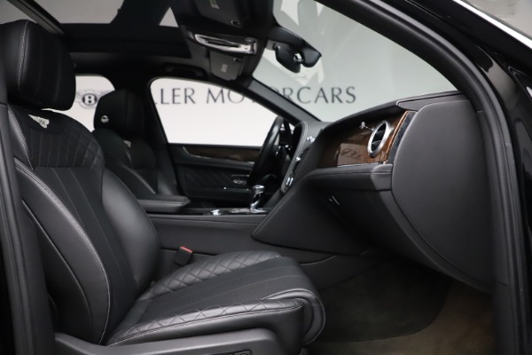 Used 2018 Bentley Bentayga W12 Signature for sale $159,900 at Rolls-Royce Motor Cars Greenwich in Greenwich CT 06830 27