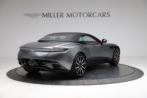 Used 2019 Aston Martin DB11 Volante for sale $211,990 at Rolls-Royce Motor Cars Greenwich in Greenwich CT 06830 25