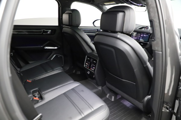 Used 2020 Porsche Cayenne Turbo for sale $145,900 at Rolls-Royce Motor Cars Greenwich in Greenwich CT 06830 25