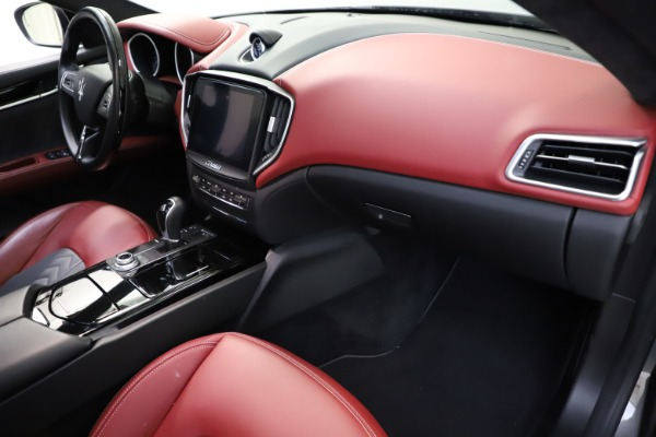Used 2018 Maserati Ghibli SQ4 GranLusso for sale $55,900 at Rolls-Royce Motor Cars Greenwich in Greenwich CT 06830 16