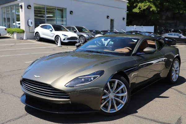 Used 2018 Aston Martin DB11 V8 for sale $151,900 at Rolls-Royce Motor Cars Greenwich in Greenwich CT 06830 24