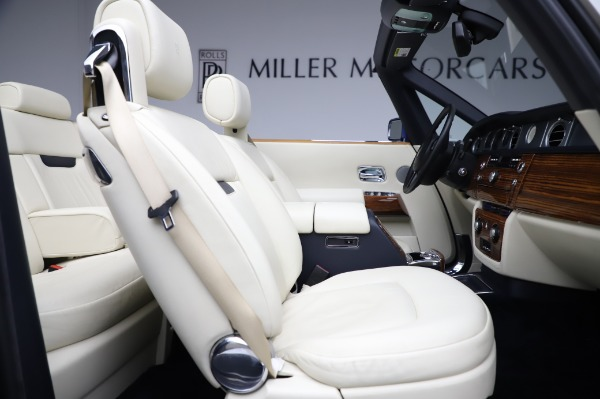 Used 2009 Rolls-Royce Phantom Drophead Coupe for sale $225,900 at Rolls-Royce Motor Cars Greenwich in Greenwich CT 06830 25