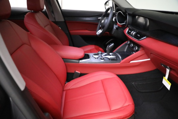 New 2021 Alfa Romeo Stelvio Q4 for sale $50,445 at Rolls-Royce Motor Cars Greenwich in Greenwich CT 06830 20