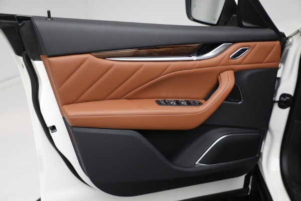 New 2021 Maserati Levante Q4 GranLusso for sale $89,735 at Rolls-Royce Motor Cars Greenwich in Greenwich CT 06830 17