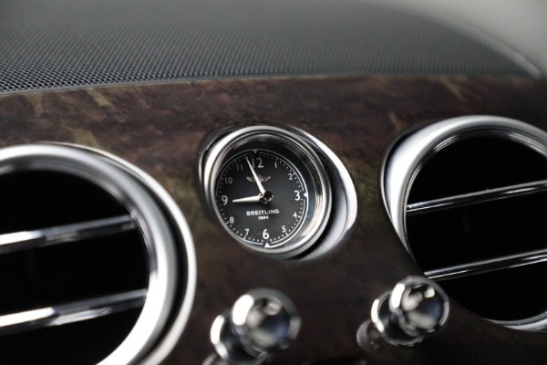 Used 2017 Bentley Flying Spur V8 for sale $136,900 at Rolls-Royce Motor Cars Greenwich in Greenwich CT 06830 24