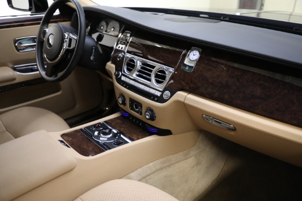 Used 2011 Rolls-Royce Ghost for sale Call for price at Rolls-Royce Motor Cars Greenwich in Greenwich CT 06830 13
