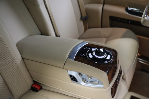 Used 2011 Rolls-Royce Ghost for sale Call for price at Rolls-Royce Motor Cars Greenwich in Greenwich CT 06830 21