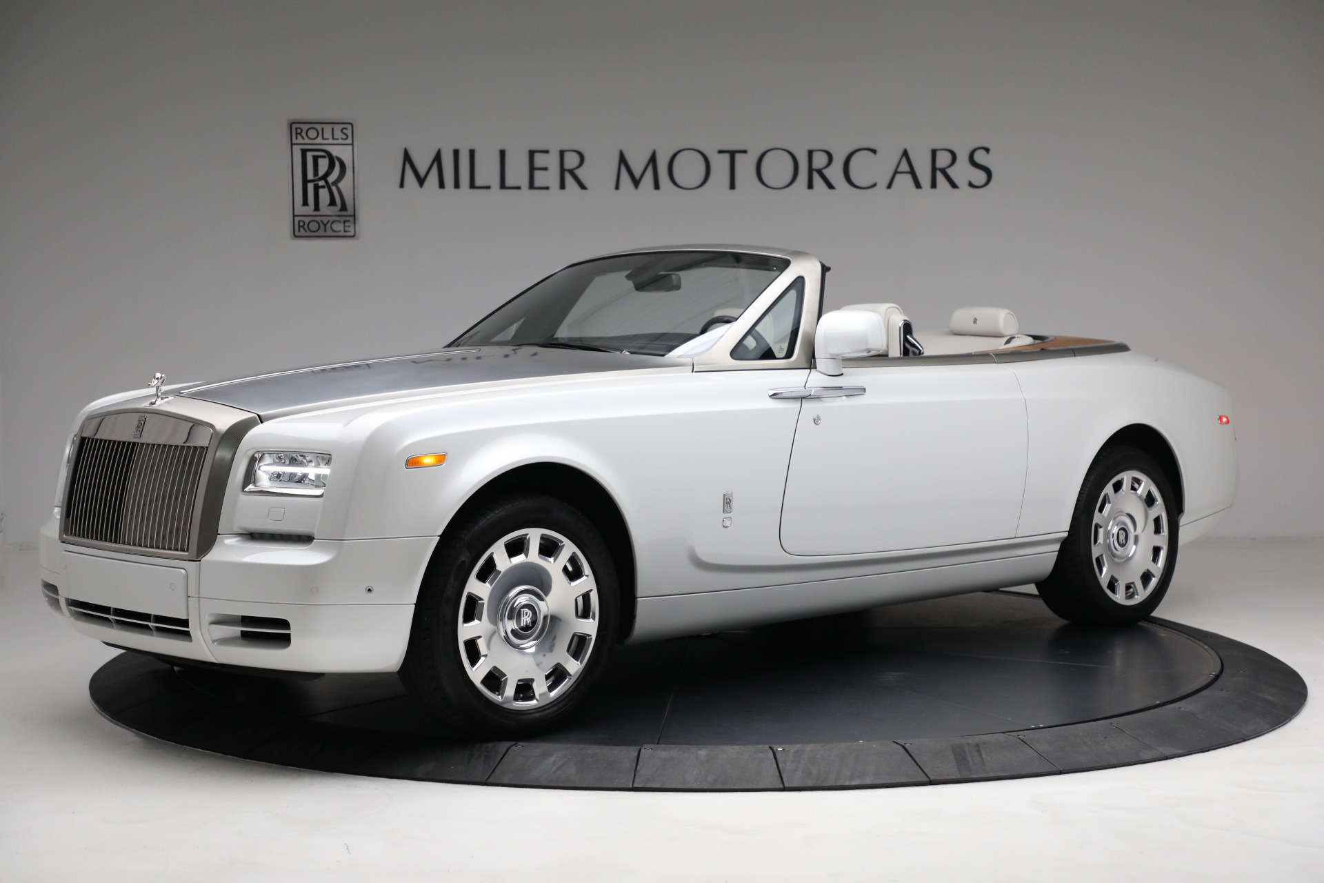 Used 2017 Rolls-Royce Phantom Drophead Coupe for sale Call for price at Rolls-Royce Motor Cars Greenwich in Greenwich CT 06830 1