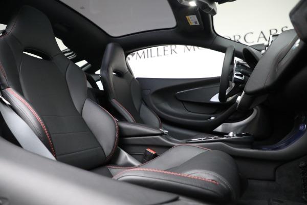 New 2021 McLaren GT for sale $217,275 at Rolls-Royce Motor Cars Greenwich in Greenwich CT 06830 23