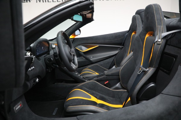 New 2021 McLaren 720S Spider for sale $378,110 at Rolls-Royce Motor Cars Greenwich in Greenwich CT 06830 25