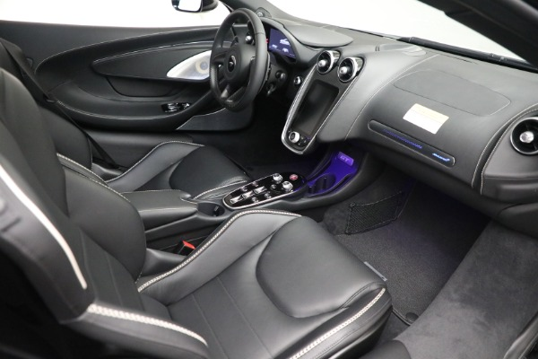 New 2021 McLaren GT Luxe for sale $217,205 at Rolls-Royce Motor Cars Greenwich in Greenwich CT 06830 21
