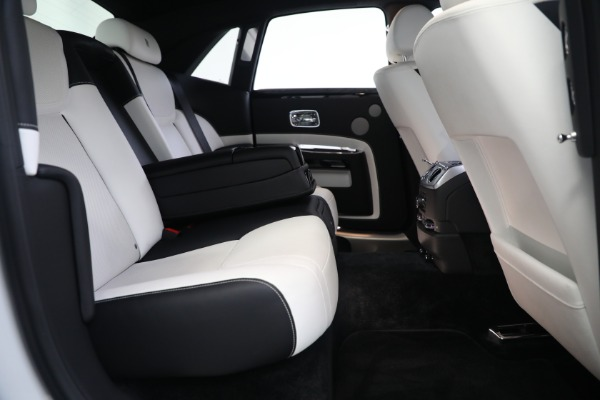 Used 2017 Rolls-Royce Ghost for sale $219,900 at Rolls-Royce Motor Cars Greenwich in Greenwich CT 06830 24