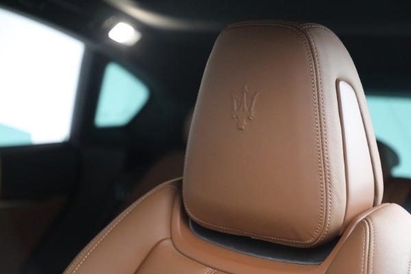 Used 2018 Maserati Levante GranSport for sale $57,900 at Rolls-Royce Motor Cars Greenwich in Greenwich CT 06830 16