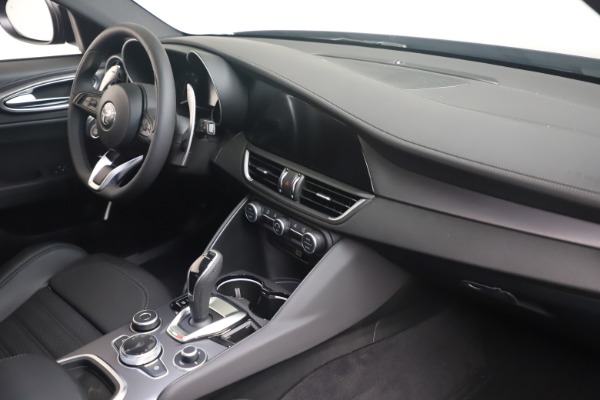 New 2022 Alfa Romeo Giulia Veloce for sale $52,045 at Rolls-Royce Motor Cars Greenwich in Greenwich CT 06830 17