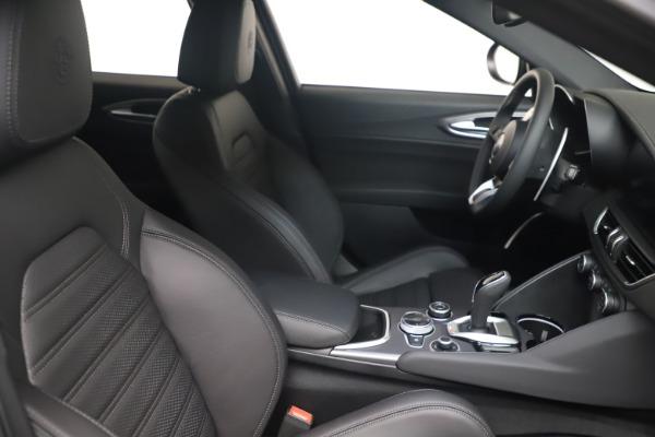 New 2022 Alfa Romeo Giulia Veloce for sale $52,045 at Rolls-Royce Motor Cars Greenwich in Greenwich CT 06830 18