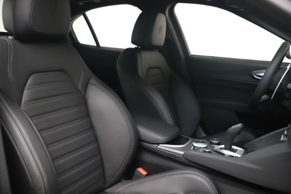 New 2022 Alfa Romeo Giulia Veloce for sale $52,045 at Rolls-Royce Motor Cars Greenwich in Greenwich CT 06830 19