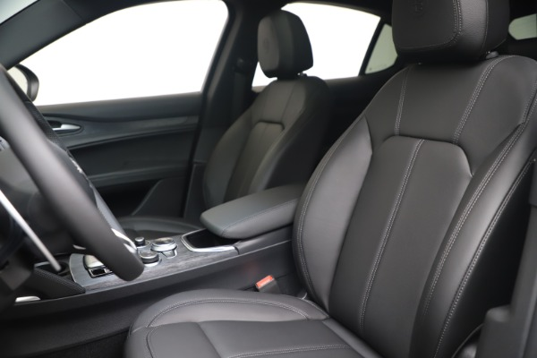 New 2022 Alfa Romeo Stelvio Sprint for sale $52,305 at Rolls-Royce Motor Cars Greenwich in Greenwich CT 06830 15