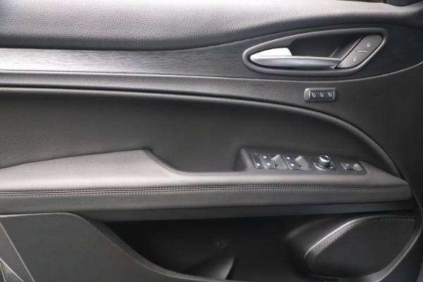 New 2022 Alfa Romeo Stelvio Sprint for sale $52,305 at Rolls-Royce Motor Cars Greenwich in Greenwich CT 06830 16