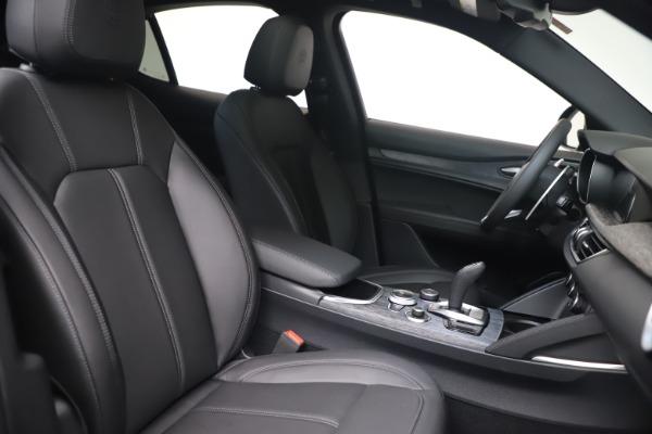 New 2022 Alfa Romeo Stelvio Sprint for sale $52,305 at Rolls-Royce Motor Cars Greenwich in Greenwich CT 06830 20