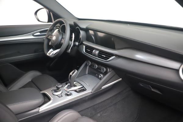 New 2022 Alfa Romeo Stelvio Veloce for sale $57,405 at Rolls-Royce Motor Cars Greenwich in Greenwich CT 06830 18