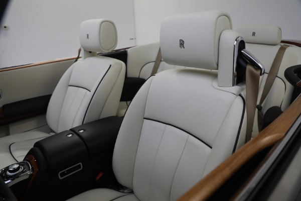 Used 2015 Rolls-Royce Phantom Drophead Coupe for sale Call for price at Rolls-Royce Motor Cars Greenwich in Greenwich CT 06830 25