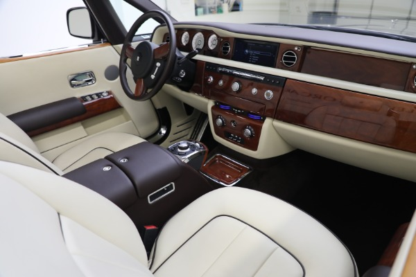 Used 2015 Rolls-Royce Phantom Drophead Coupe for sale Call for price at Rolls-Royce Motor Cars Greenwich in Greenwich CT 06830 28
