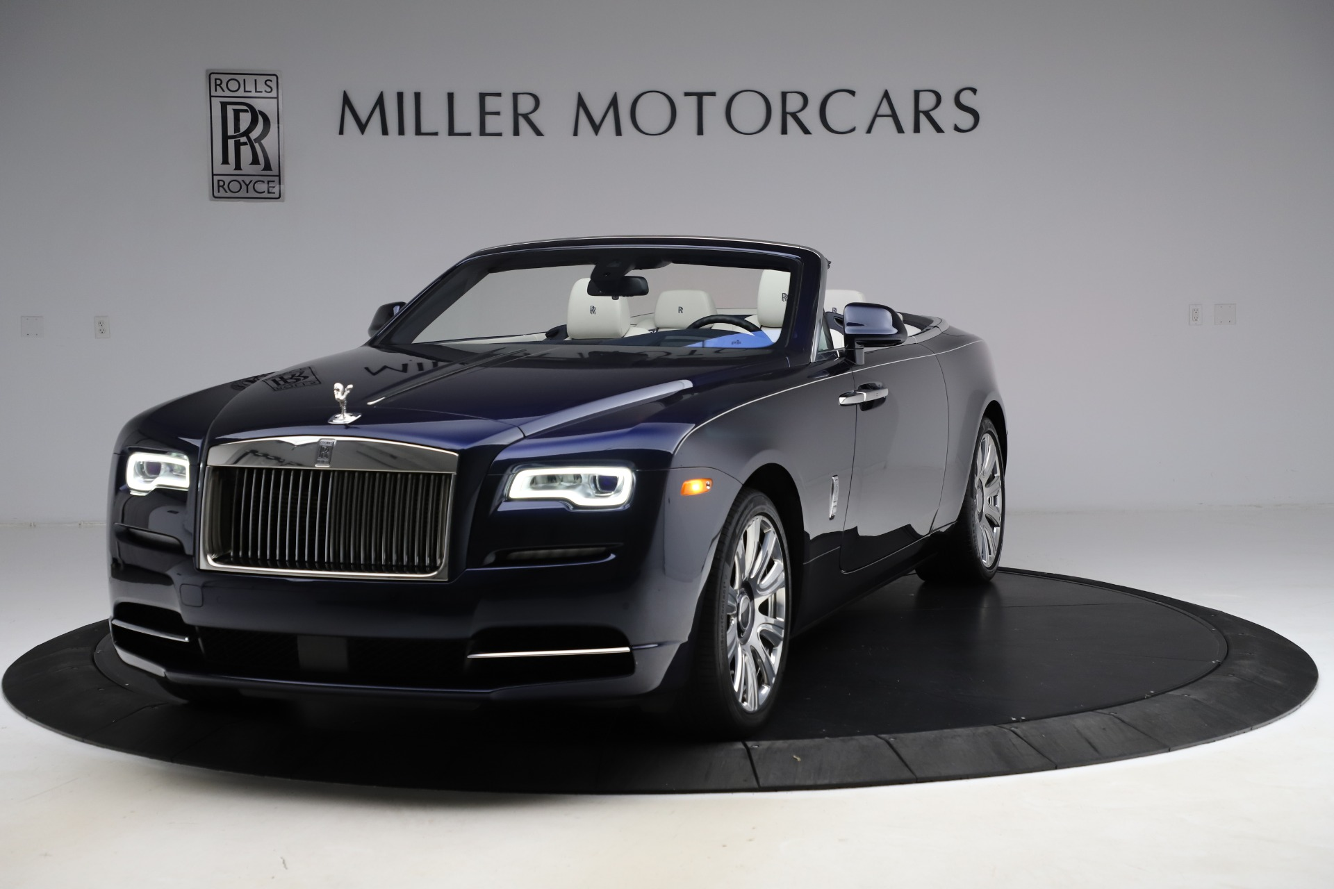 Used 2016 Rolls-Royce Dawn for sale $243,900 at Rolls-Royce Motor Cars Greenwich in Greenwich CT 06830 1