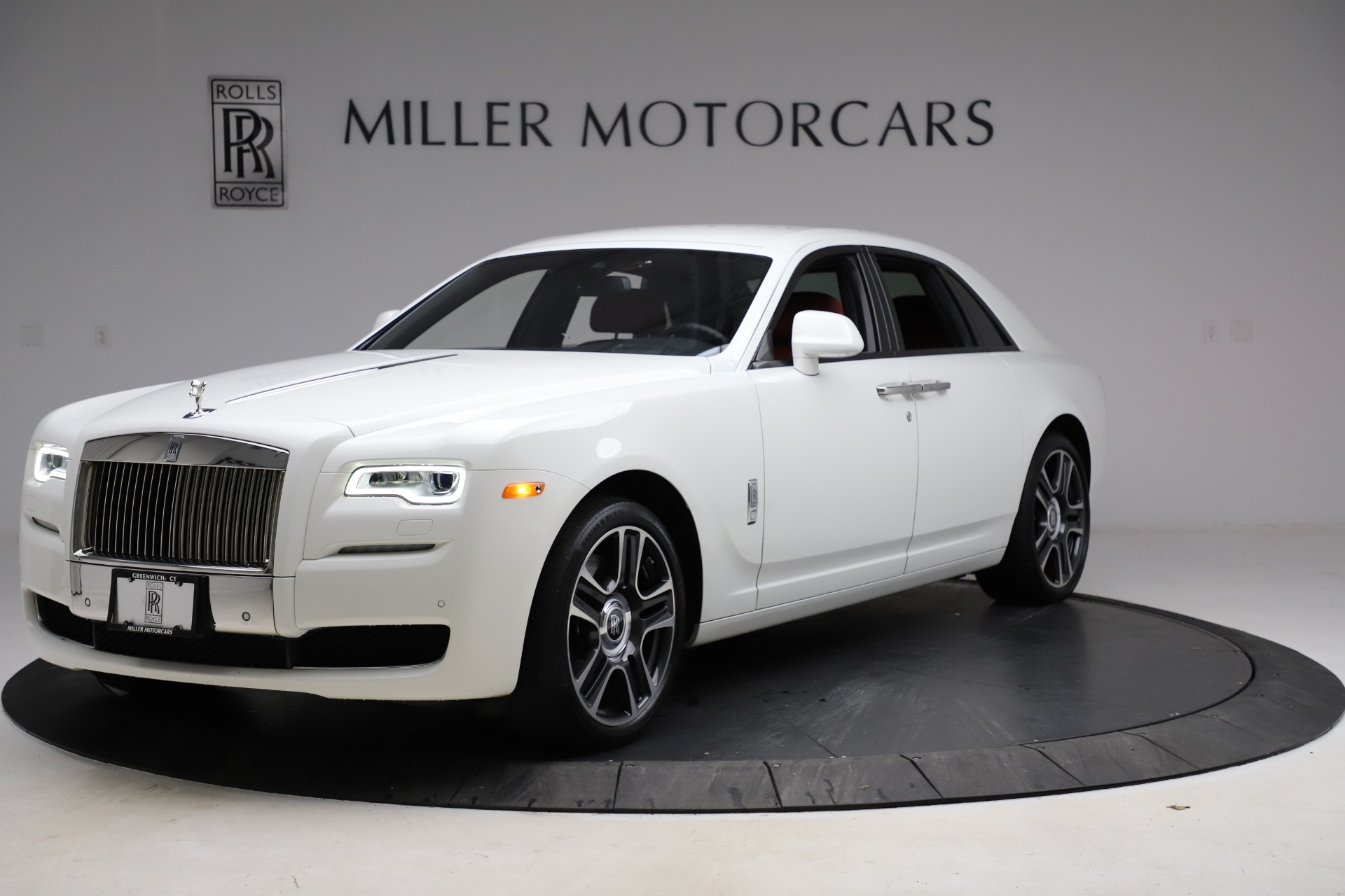 Used 2017 Rolls-Royce Ghost for sale $209,900 at Rolls-Royce Motor Cars Greenwich in Greenwich CT 06830 1
