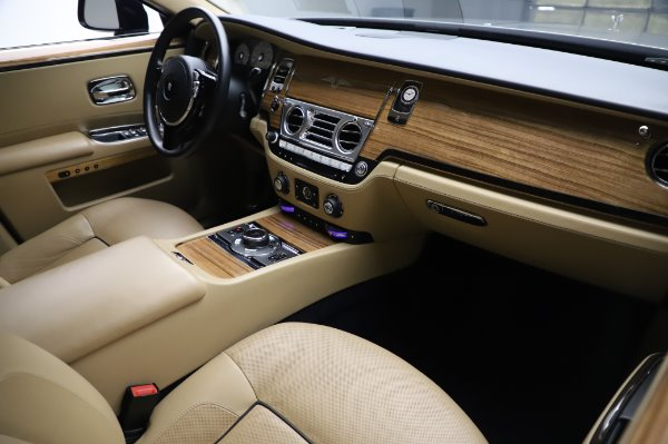 Used 2014 Rolls-Royce Ghost V-Spec for sale Call for price at Rolls-Royce Motor Cars Greenwich in Greenwich CT 06830 12