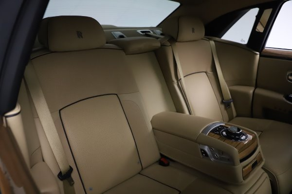 Used 2014 Rolls-Royce Ghost V-Spec for sale Call for price at Rolls-Royce Motor Cars Greenwich in Greenwich CT 06830 13