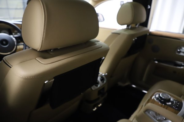 Used 2014 Rolls-Royce Ghost V-Spec for sale Call for price at Rolls-Royce Motor Cars Greenwich in Greenwich CT 06830 15