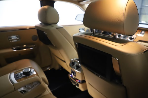 Used 2014 Rolls-Royce Ghost V-Spec for sale Call for price at Rolls-Royce Motor Cars Greenwich in Greenwich CT 06830 16