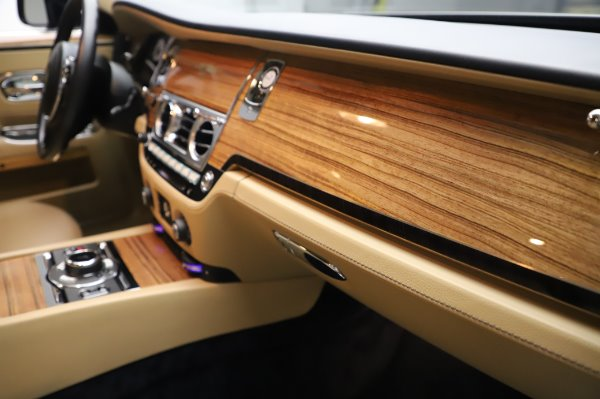 Used 2014 Rolls-Royce Ghost V-Spec for sale Call for price at Rolls-Royce Motor Cars Greenwich in Greenwich CT 06830 17