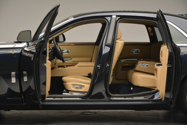 Used 2014 Rolls-Royce Ghost V-Spec for sale Call for price at Rolls-Royce Motor Cars Greenwich in Greenwich CT 06830 19